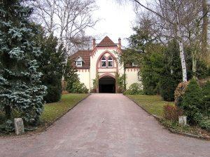 Frontansicht von Gebäude am Friedhof Dotzheim