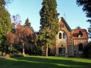 Aufbahrungshalle Friedhof Sonnenberg von außen